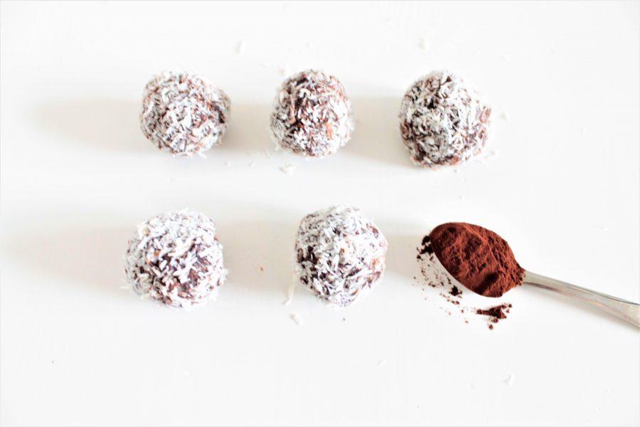 Glutenvrije en vegan chocolade kokos dadelballen